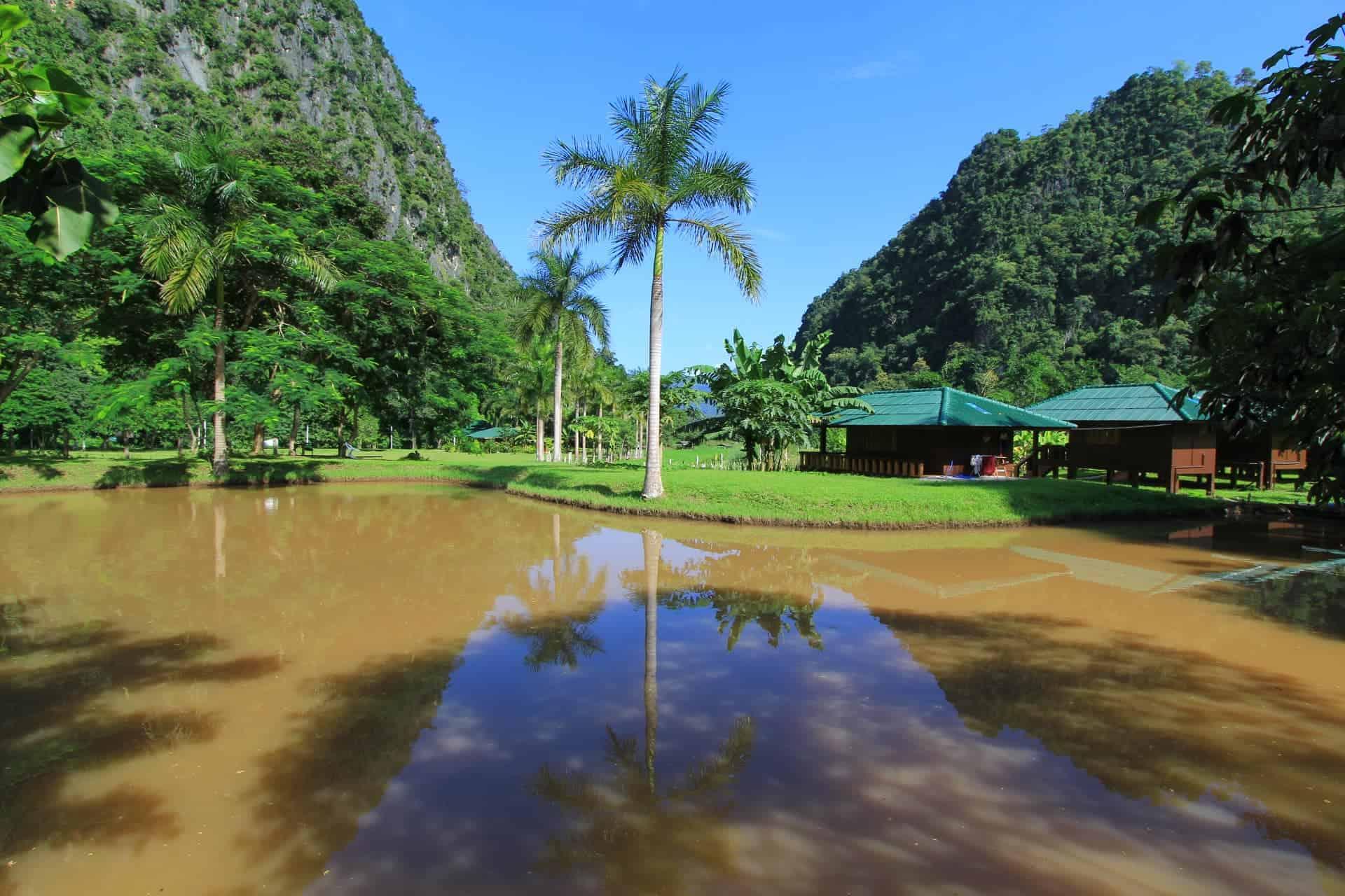 Ežeras Wat Pa Tam Wua vienuolyne